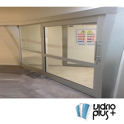 Puerta Corrediza 3.5 pulg. de Lujo Aluminio Color Bco., Vidrio Claro 6mm