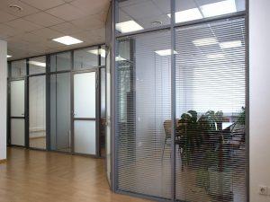 separación de espacios con vidrioplus